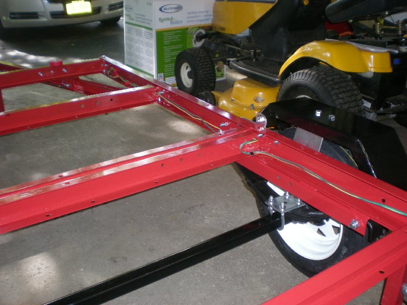 52 wiring thru fold folding 4x8 flatbed assembly [pics] mytractorforum com the harbor freight folding trailer wiring diagram at soozxer.org